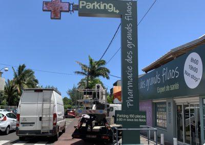 Totem + croix Pharmacie des grand Filaos -SP